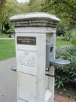 Uk-greater-london-london-westminster-st-johns-wood-church-gardens-outdoor-fountain